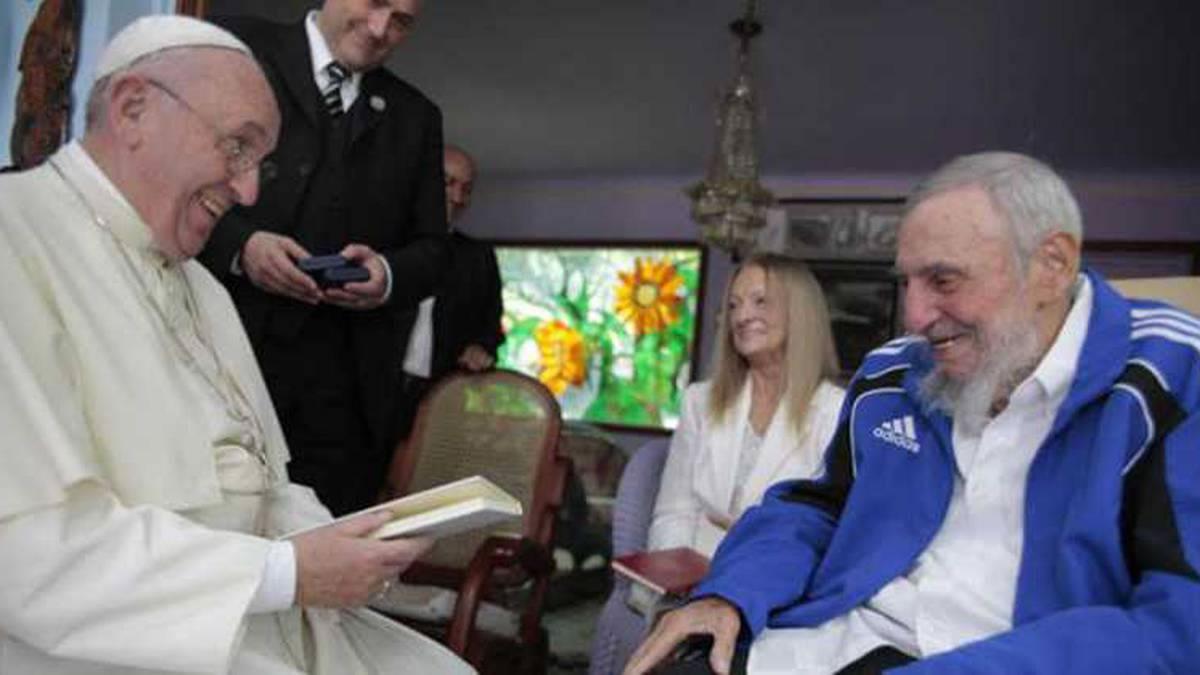 Papa Francisco junto a Fidel Castro