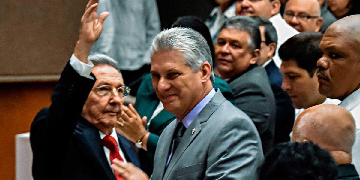 Los dictadores Raúl Castro y Miguel Diaz-Canel