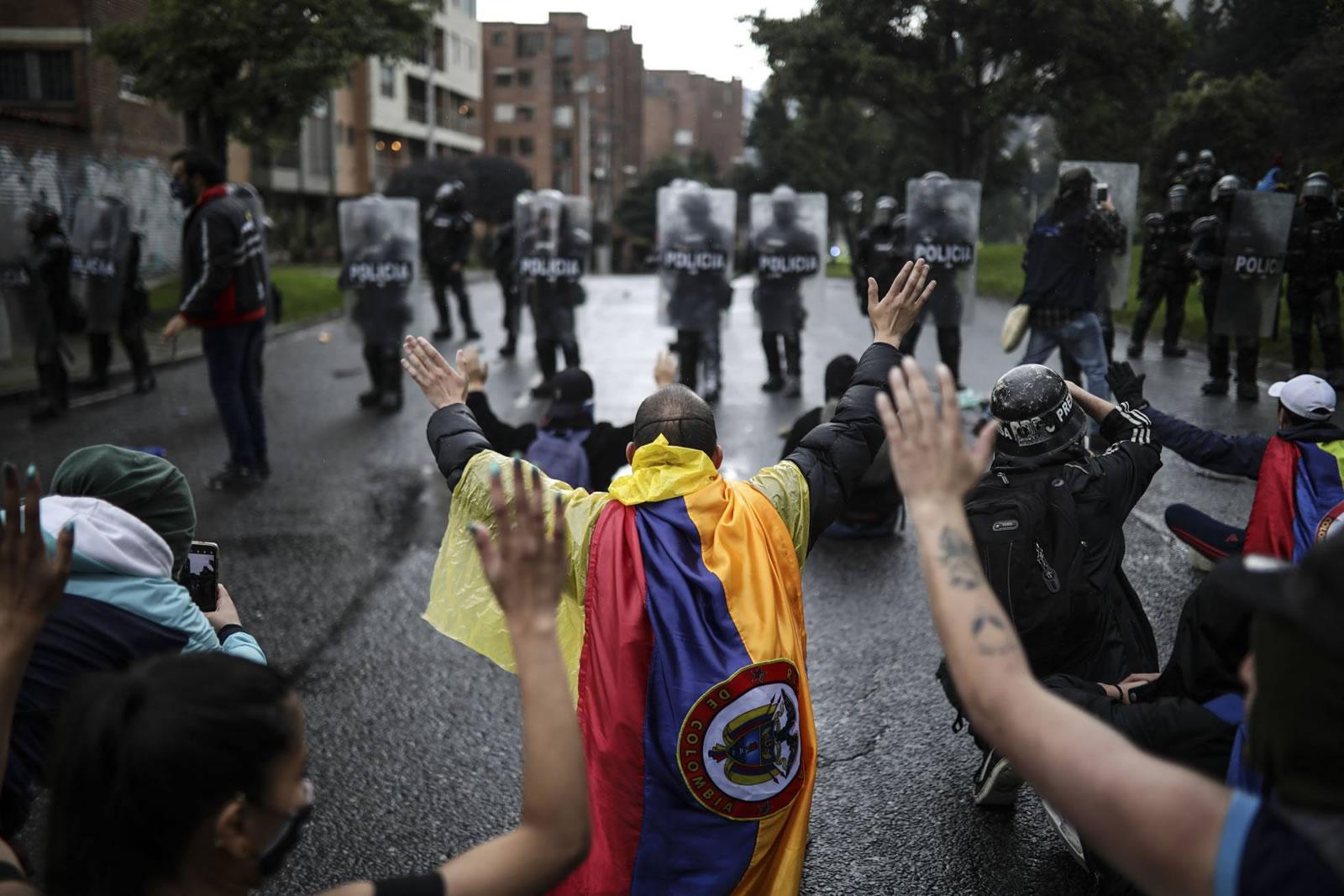 Human Rights Watch evidencia que Colombia tiene una democracia precaria y un Gobierno autoritario